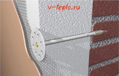 закрепление пенопласта у внутреней части стены