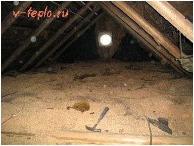 утепление крыши опилками