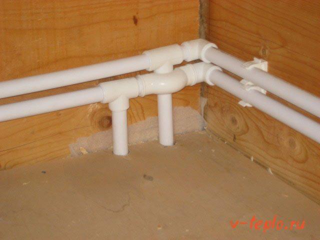открытая прокладка труб к радиатору