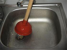 Какими средствами прочистить канализационные трубы в домашних условиях