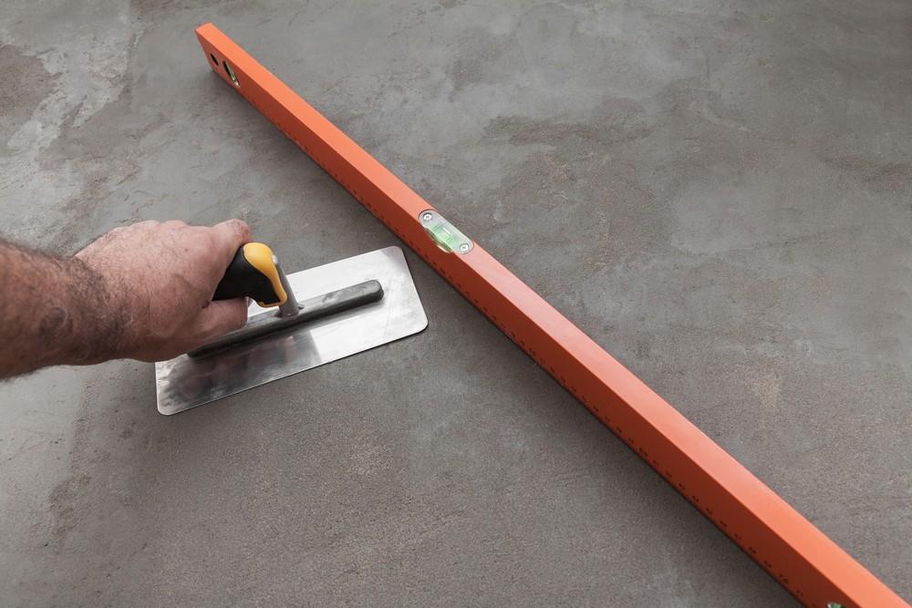 Бетонная стяжка пол на основе цементной смеси
