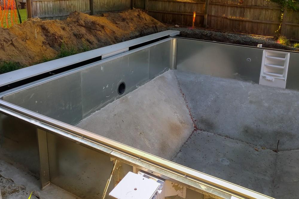 Бассейн на даче без отделки и облицовки