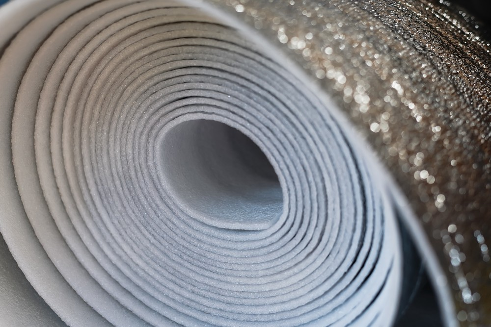 Изолон не используют для утепления стен под обои