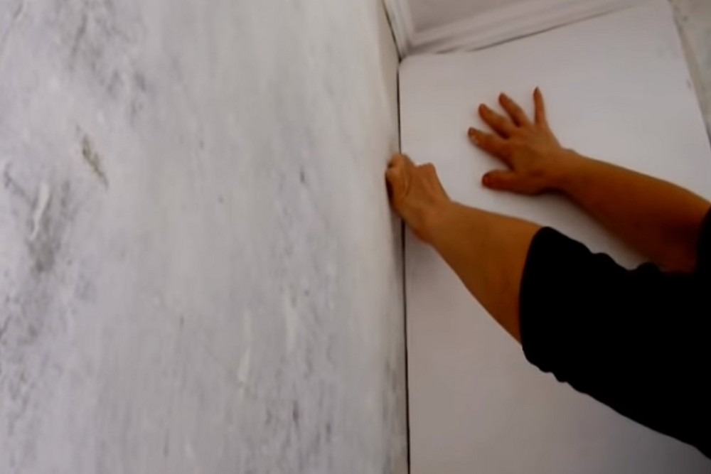 Оклеивание стен термообоями