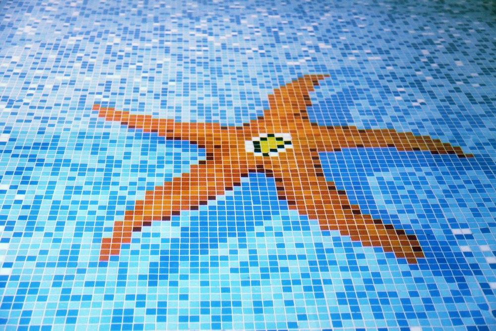 Дно бассейна с мозаикой