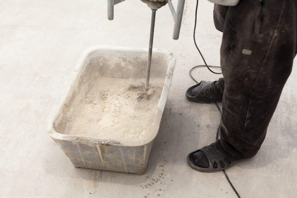 Приготовление смеси для стяжки пола