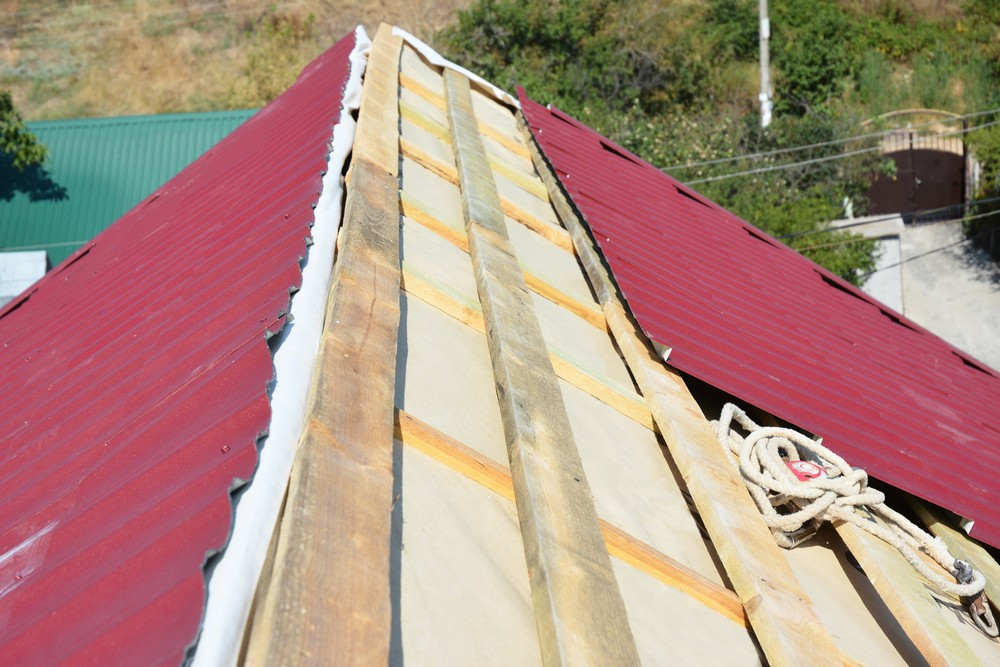 Процесс утепления крыши с пенопластом