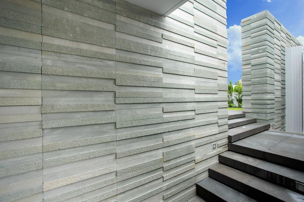 Стена дома с отделкой из фасадной плитки
