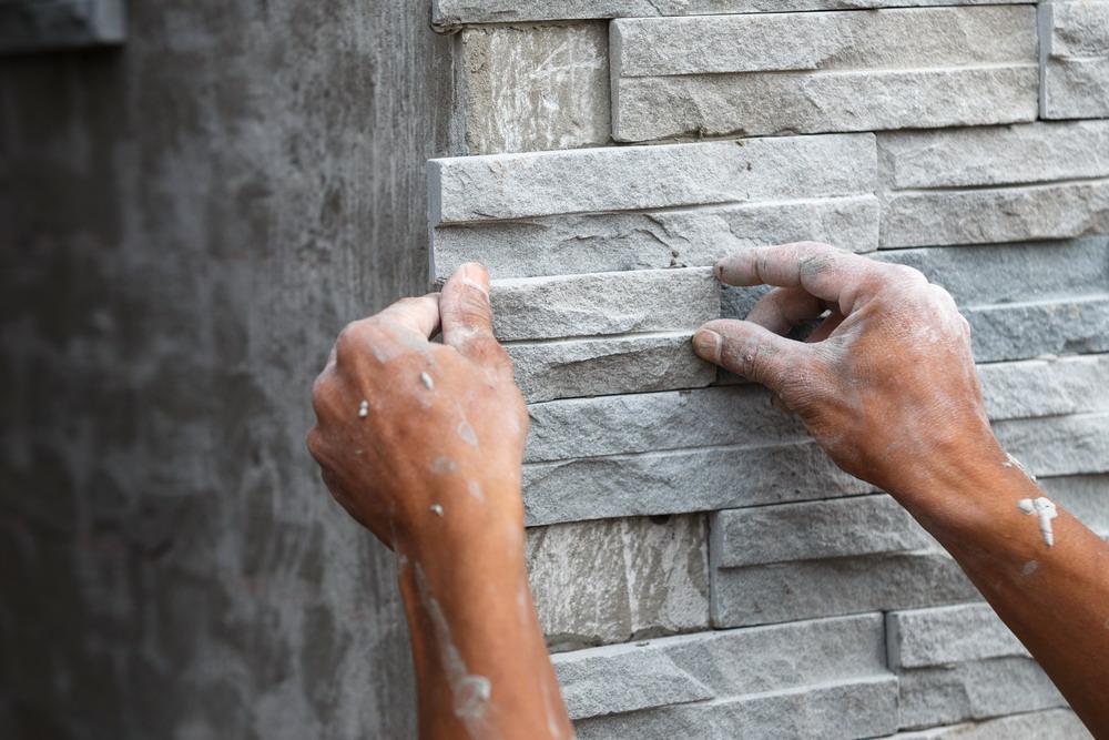 Установка фасадной плитки на стену дома