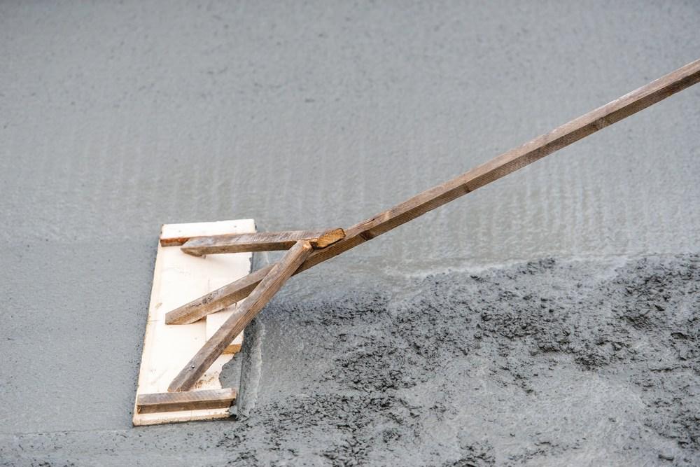 Мокрая стяжка пола на основе цементной смеси