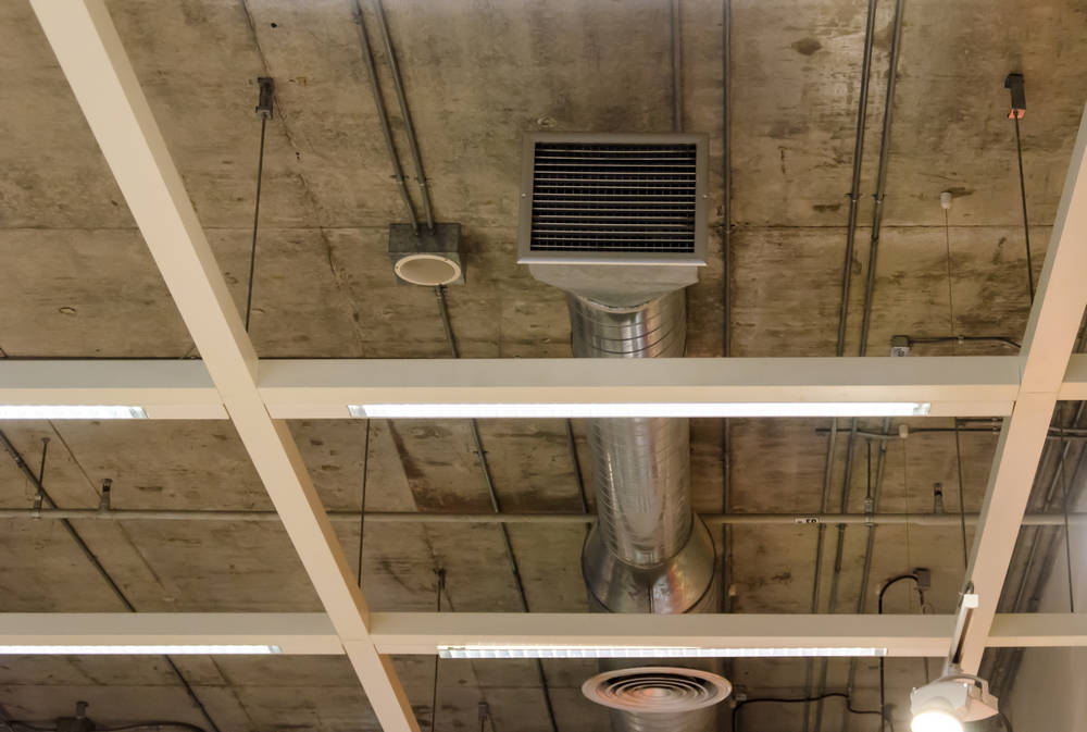 Вентиляционный канал с решеткой