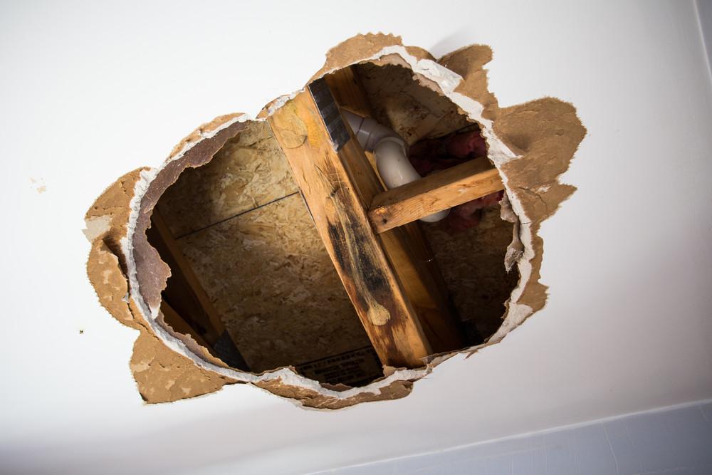 Недостатки гипсокартонного потолка