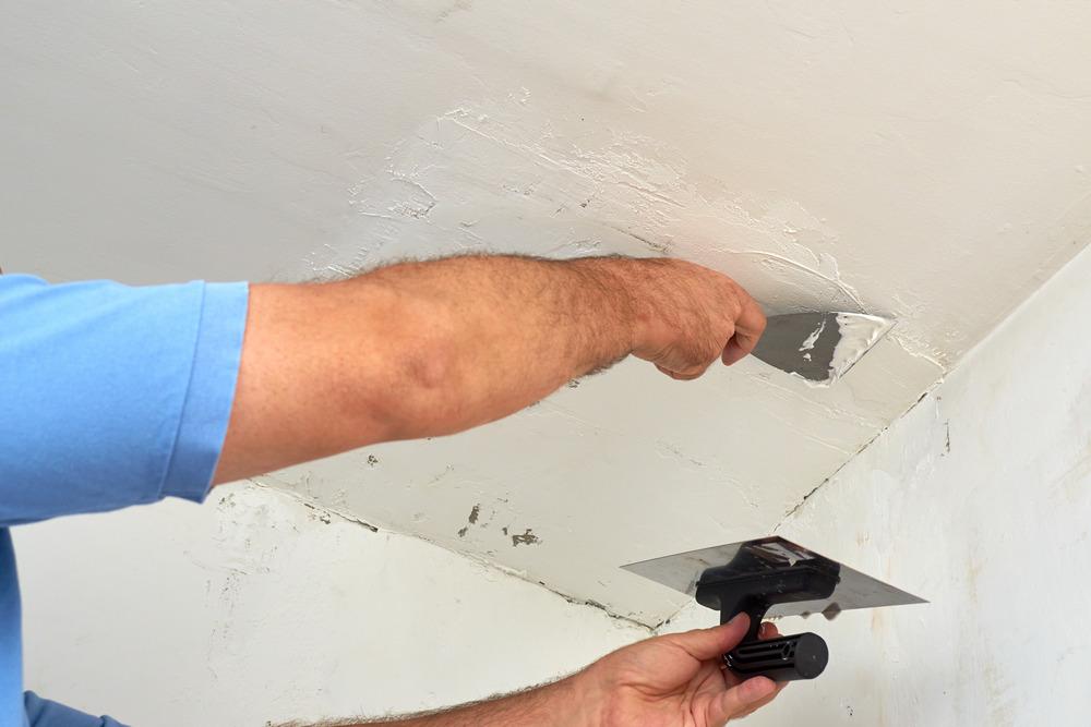 Подготовка потолка к окрашиванию