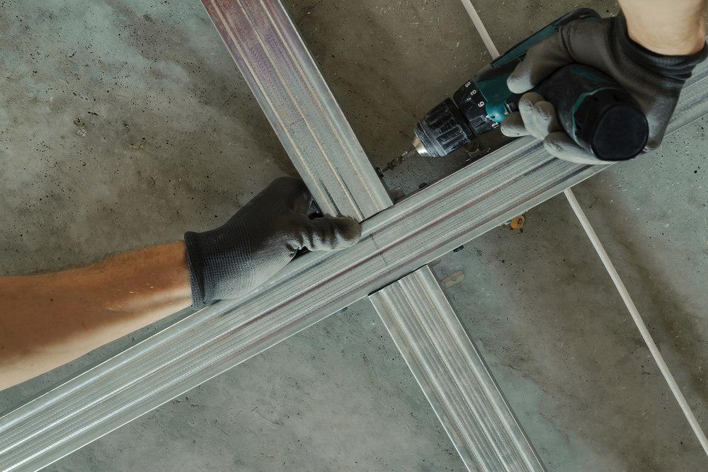 Монтаж потолочных направляющих для гипсокартона