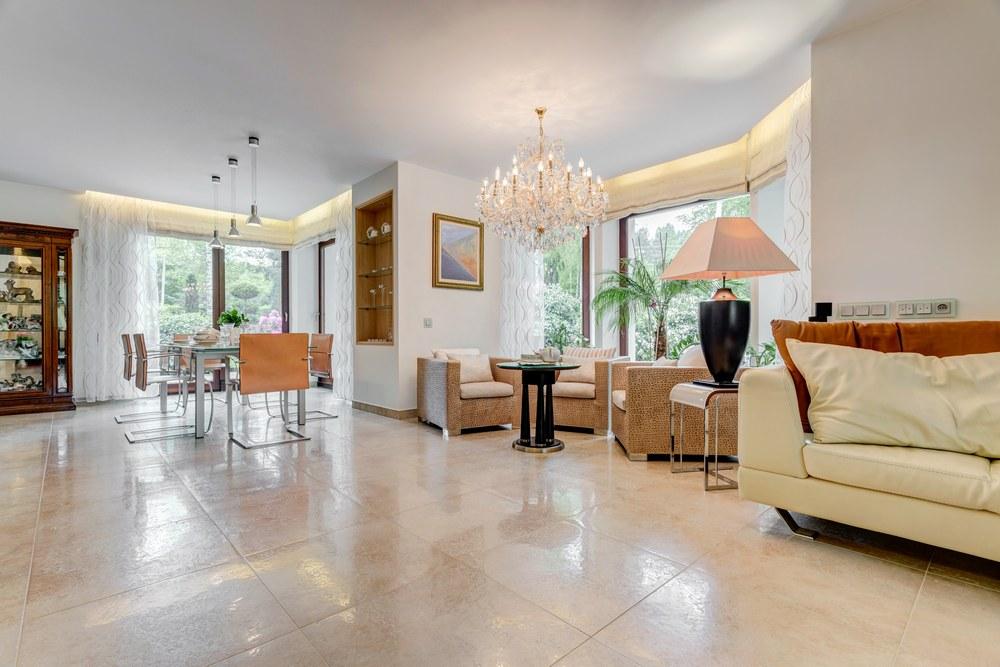 Преимущества керамогранитной плитки для дома
