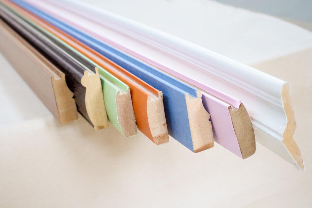 Как выбрать плинтус по крепежу и материалу