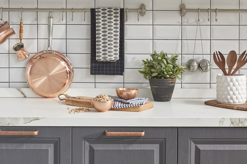 Выбор и требования к кухонным фартукам