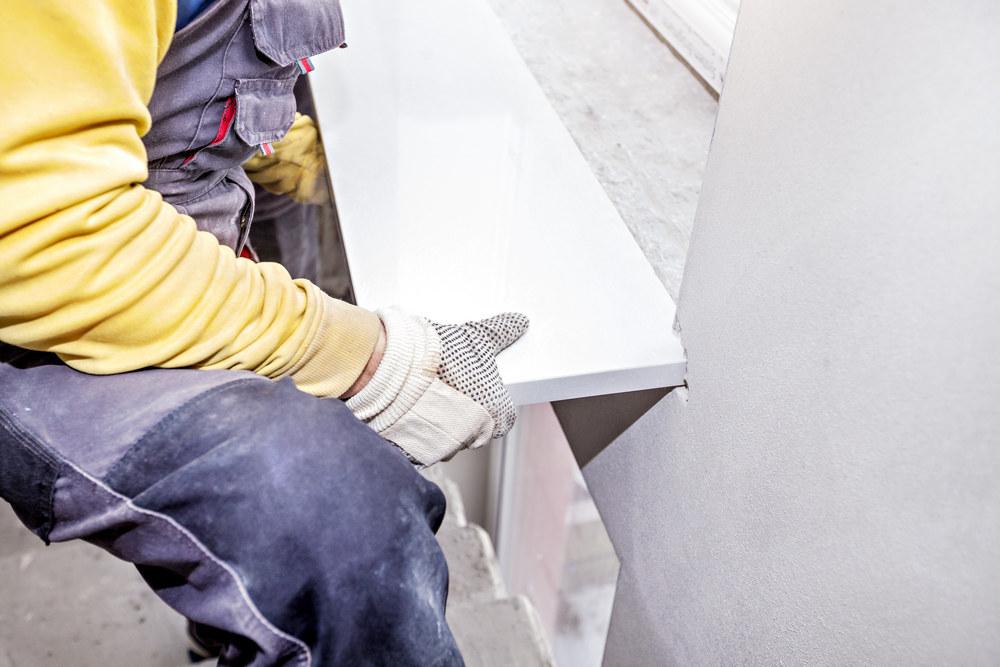 Этапы установки подоконника на пластиковое окно