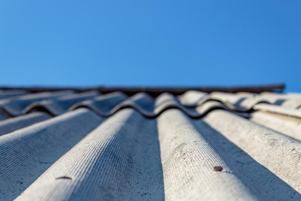 Этапы укладки шифера на крышу