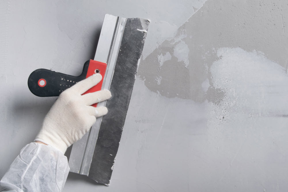 Преимущества шпаклеванного потолка под покраску