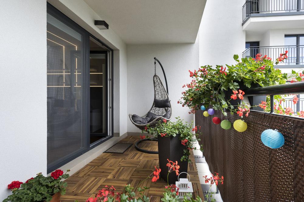 Способы оформления пола на балконе
